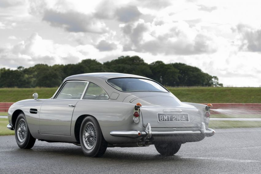 Aston Martin DB5 <em>Goldfinger</em> Continuation – first customer car of 25 completed; 4,500 hours of work Image #1144035
