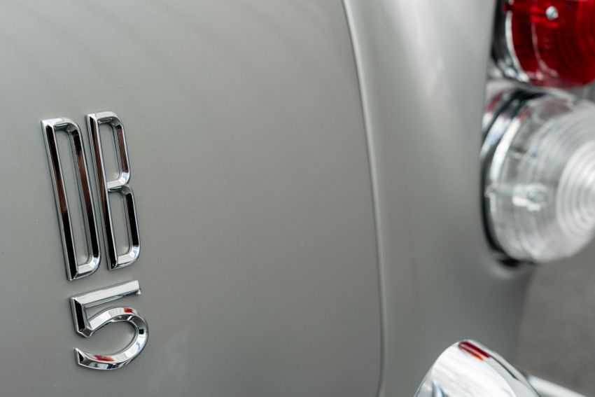Aston Martin DB5 <em>Goldfinger</em> Continuation – first customer car of 25 completed; 4,500 hours of work Image #1144041