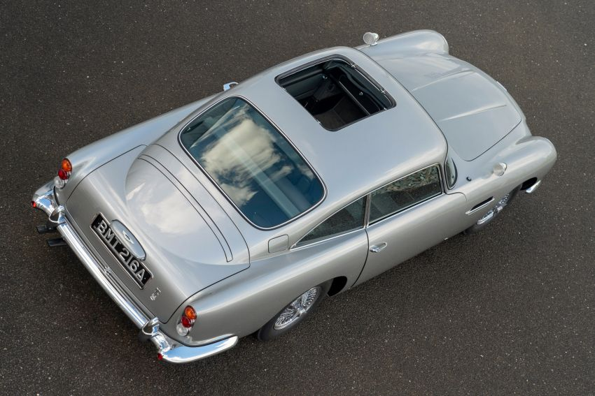 Aston Martin DB5 <em>Goldfinger</em> Continuation – first customer car of 25 completed; 4,500 hours of work Image #1144044