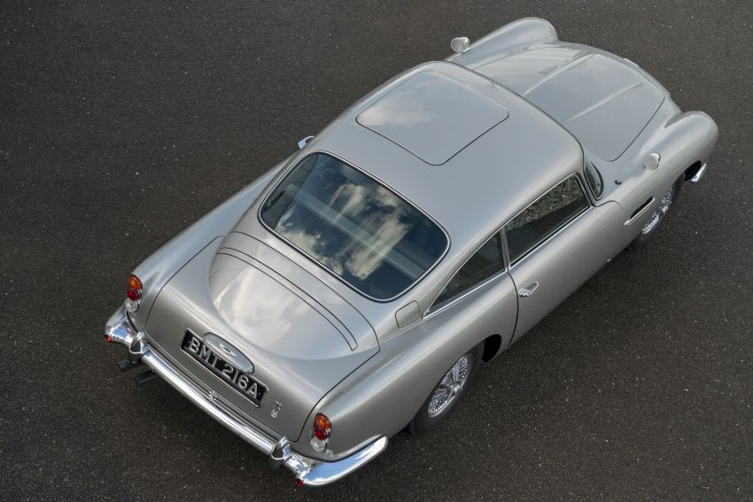 Aston Martin DB5 <em>Goldfinger</em> Continuation – first customer car of 25 completed; 4,500 hours of work Image #1144045