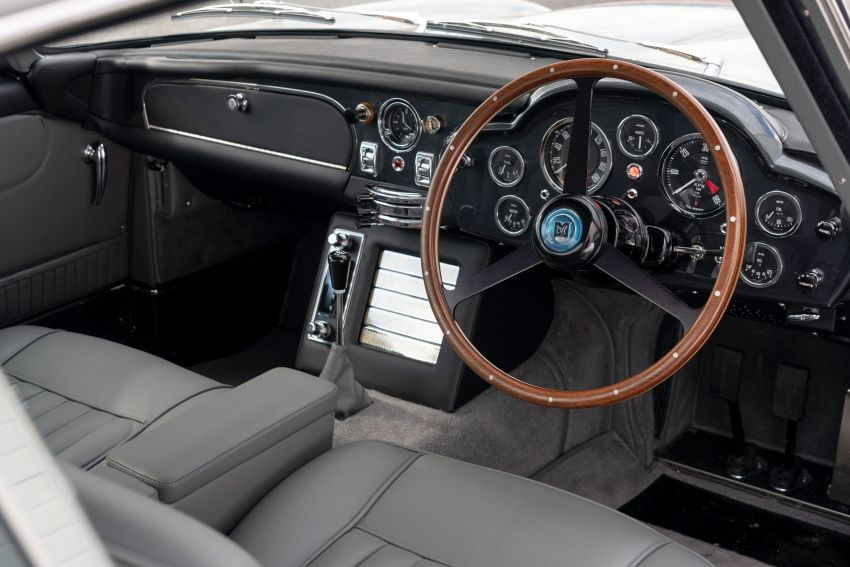 Aston Martin DB5 <em>Goldfinger</em> Continuation – first customer car of 25 completed; 4,500 hours of work Image #1144046