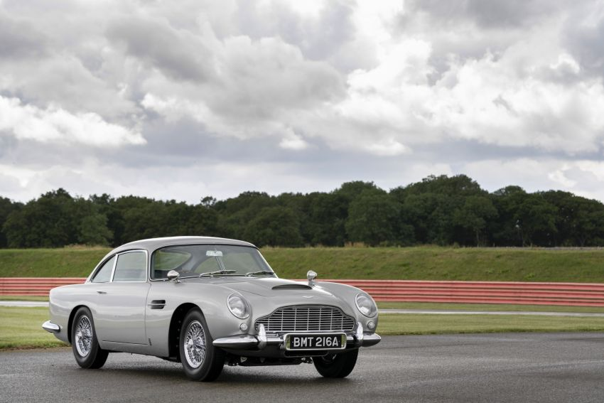Aston Martin DB5 <em>Goldfinger</em> Continuation – first customer car of 25 completed; 4,500 hours of work Image #1144018