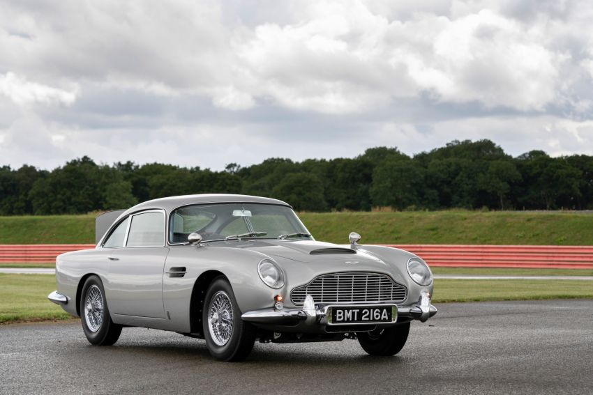 Aston Martin DB5 <em>Goldfinger</em> Continuation – first customer car of 25 completed; 4,500 hours of work Image #1144020