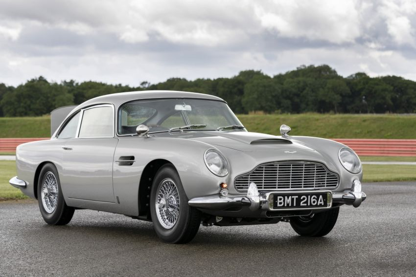 Aston Martin DB5 <em>Goldfinger</em> Continuation – first customer car of 25 completed; 4,500 hours of work Image #1144021
