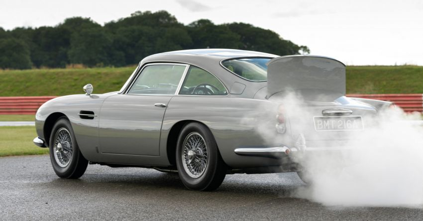 Aston Martin DB5 <em>Goldfinger</em> Continuation – first customer car of 25 completed; 4,500 hours of work Image #1144022