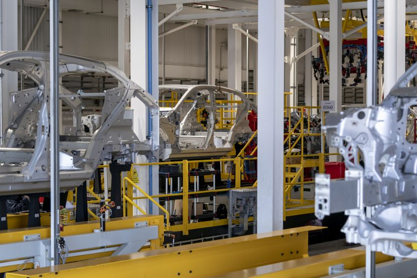 Aston Martin DBX production commences at St Athan Image #1144267