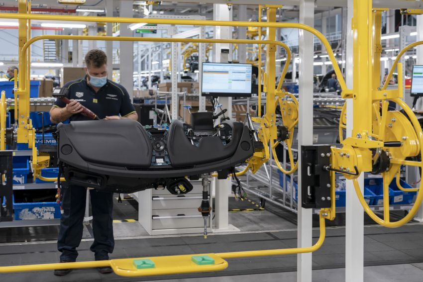 Aston Martin DBX production commences at St Athan Image #1144258