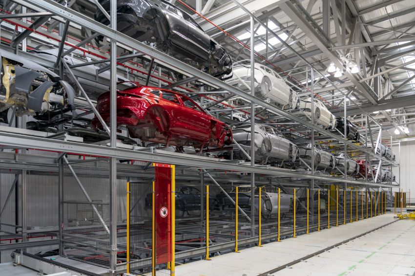 Aston Martin DBX production commences at St Athan Image #1144253