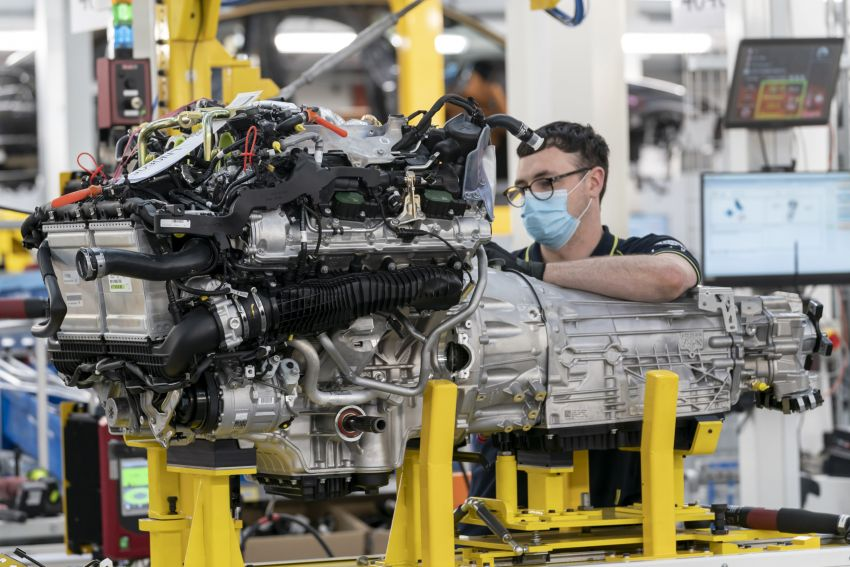 Aston Martin DBX production commences at St Athan Image #1144265
