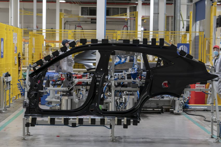 Aston Martin DBX production commences at St Athan Image #1144262
