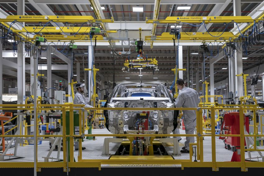 Aston Martin DBX production commences at St Athan Image #1144260