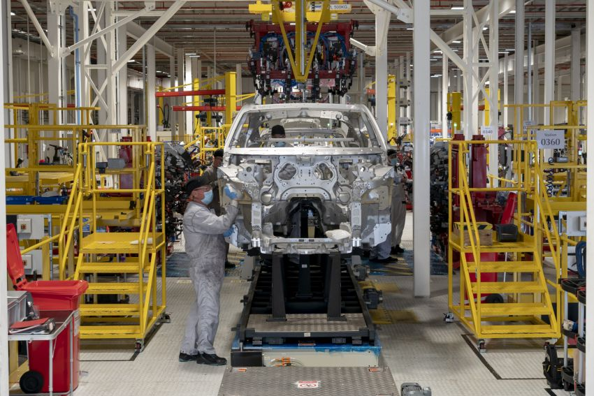 Aston Martin DBX production commences at St Athan Image #1144259