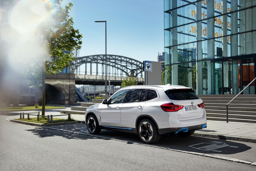 BMW iX3 debuts – 460 km range, 0-100 km/h in 6.8s; Adaptive M suspension as later over-the-air update Image #1146107