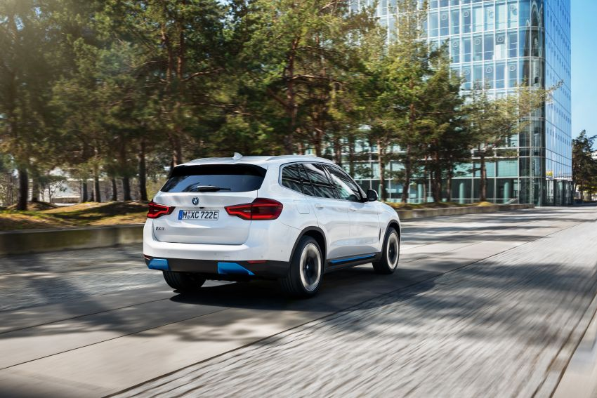 BMW iX3 debuts – 460 km range, 0-100 km/h in 6.8s; Adaptive M suspension as later over-the-air update Image #1146137