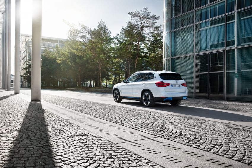 BMW iX3 debuts – 460 km range, 0-100 km/h in 6.8s; Adaptive M suspension as later over-the-air update Image #1146138