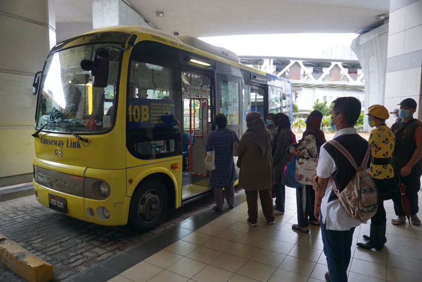 Hino Poncho starts one-month trial run with Causeway Link – disabled-friendly minibus to serve route 10B Image #1151670