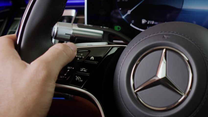 W223 Mercedes-Benz S-Class' new MBUX detailed – 12.8-inch touchscreen, AR HUD, Interior Assist Image #1143329