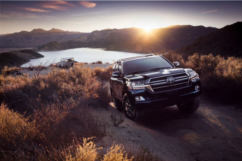 2021 Toyota Land Cruiser Heritage Edition for the US – 5.7 litre V8 now with third-row seating, new colours Image #1154693