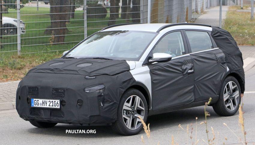 SPYSHOTS: 2021 Hyundai 'i20 Active' spotted on test Image #1159546