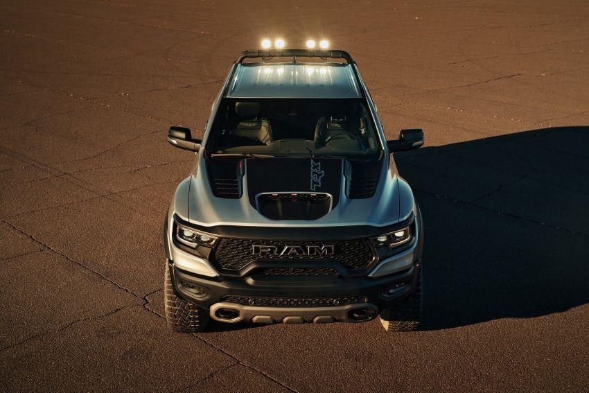 2021 Ram 1500 TRX debuts – 702 hp/881 Nm 6.2L V8, 0-96 km/h in 4.5s; more than 330 mm of wheel travel Image #1162800