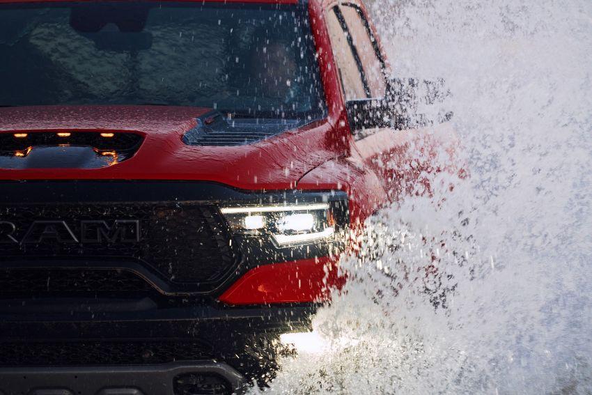 2021 Ram 1500 TRX debuts – 702 hp/881 Nm 6.2L V8, 0-96 km/h in 4.5s; more than 330 mm of wheel travel Image #1162784