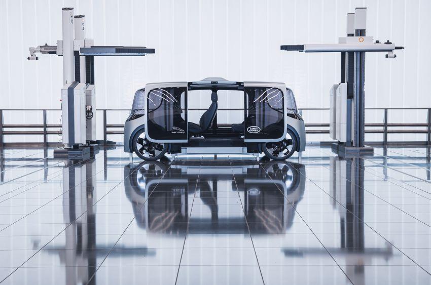 Jaguar Land Rover developing software to reduce passenger motion sickness in autonomous vehicles Image #1155963
