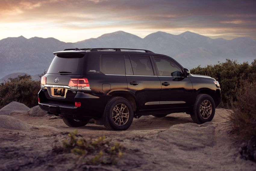 2021 Toyota Land Cruiser Heritage Edition for the US – 5.7 litre V8 now with third-row seating, new colours Image #1154653