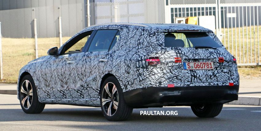 SPYSHOTS: Mercedes-Benz C-Class station wagon seen testing; 'X206' All-Terrain variant to join line-up Image #1158601