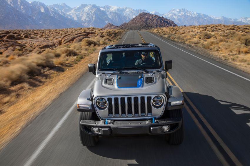 2021 Jeep Wrangler 4xe debuts – 375 hp/637 Nm 2.0L turbo twin-motor plug-in hybrid; 40 km electric range Image #1171361