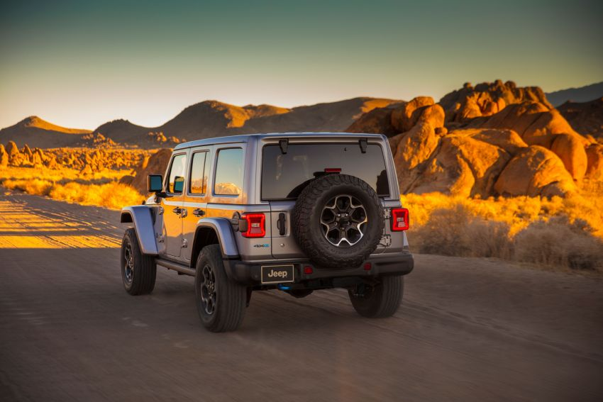 2021 Jeep Wrangler 4xe debuts – 375 hp/637 Nm 2.0L turbo twin-motor plug-in hybrid; 40 km electric range Image #1171360