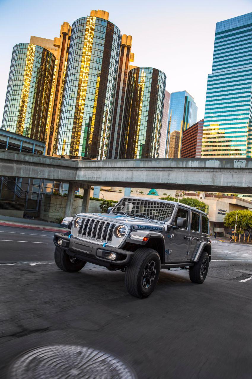 2021 Jeep Wrangler 4xe debuts – 375 hp/637 Nm 2.0L turbo twin-motor plug-in hybrid; 40 km electric range Image #1171356