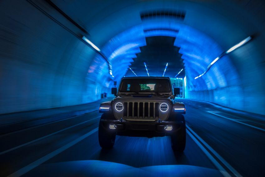 2021 Jeep Wrangler 4xe debuts – 375 hp/637 Nm 2.0L turbo twin-motor plug-in hybrid; 40 km electric range Image #1171352
