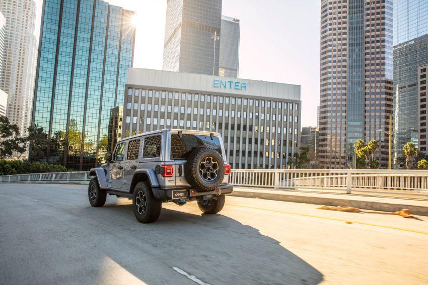 2021 Jeep Wrangler 4xe debuts – 375 hp/637 Nm 2.0L turbo twin-motor plug-in hybrid; 40 km electric range Image #1171347