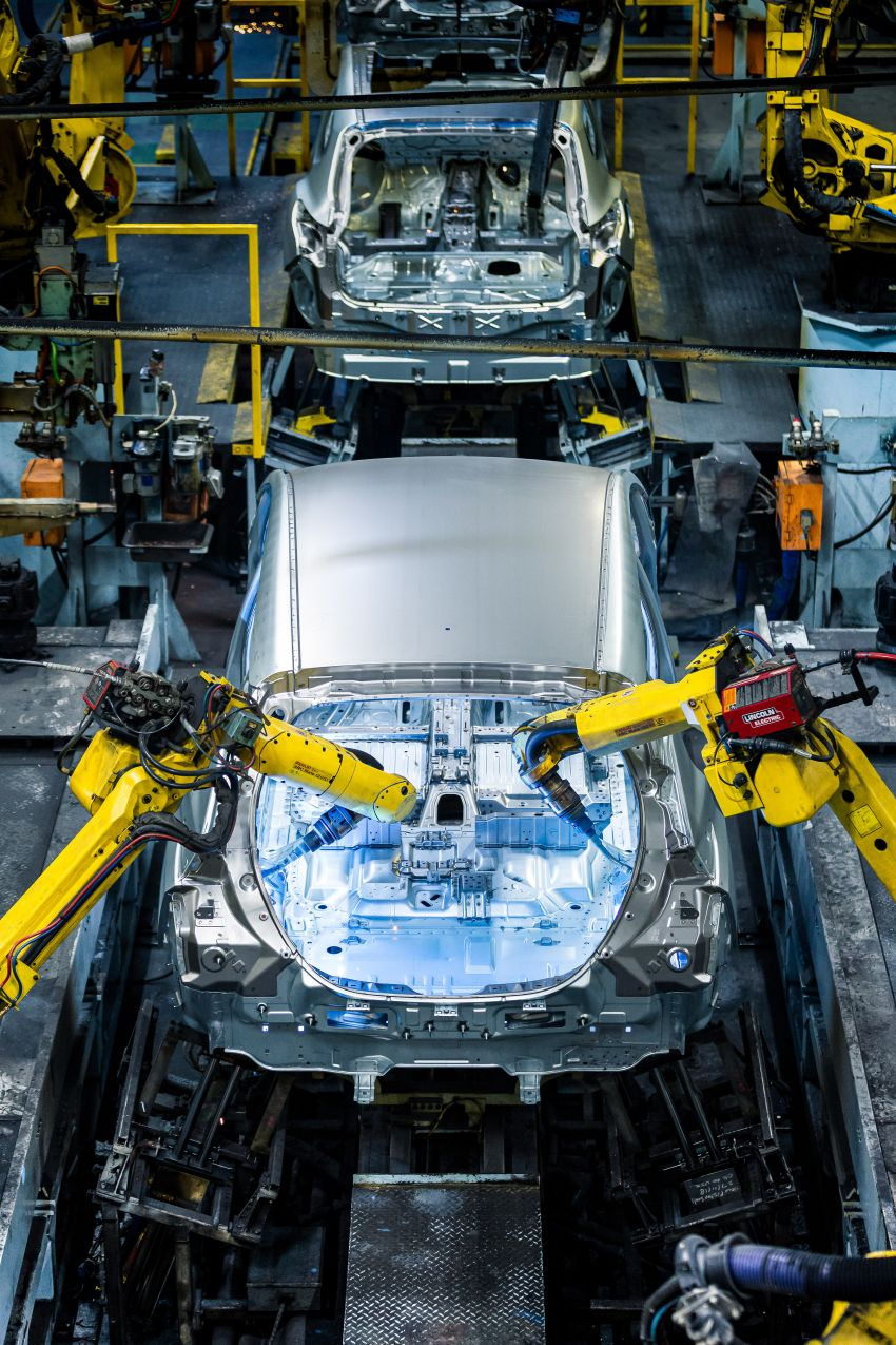 Nissan celebrates production of the 500,000th Leaf Image #1173836