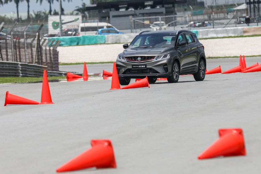 VIDEO: Proton X50 – how does it handle a slalom with suspension softened for Malaysian road conditions? Image #1186256