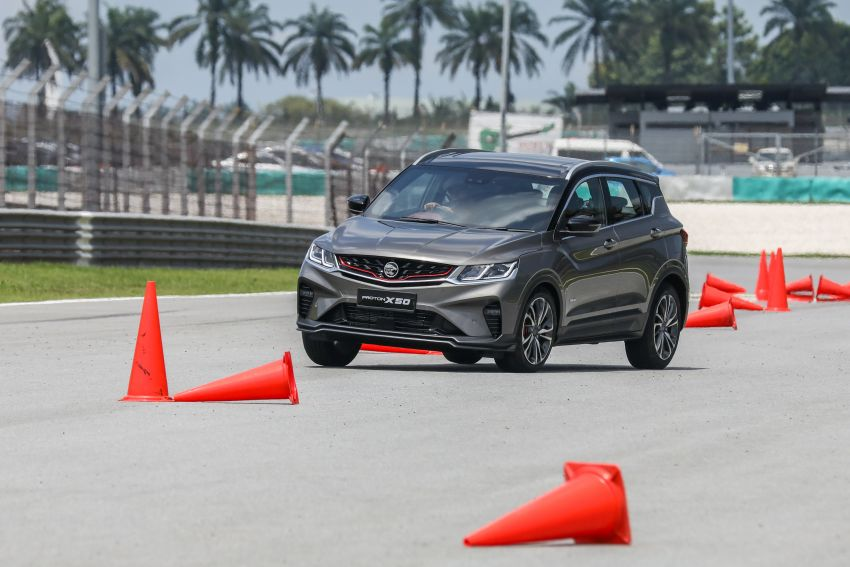 VIDEO: Proton X50 – how does it handle a slalom with suspension softened for Malaysian road conditions? Image #1186257