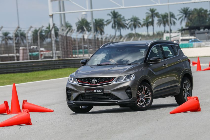 VIDEO: Proton X50 – how does it handle a slalom with suspension softened for Malaysian road conditions? Image #1186259