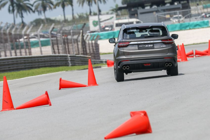 VIDEO: Proton X50 – how does it handle a slalom with suspension softened for Malaysian road conditions? Image #1186261