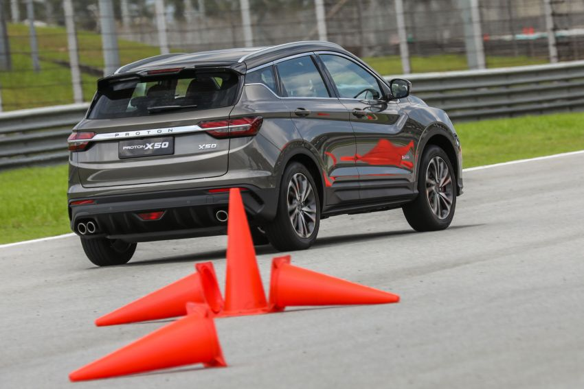 VIDEO: Proton X50 – how does it handle a slalom with suspension softened for Malaysian road conditions? Image #1186265
