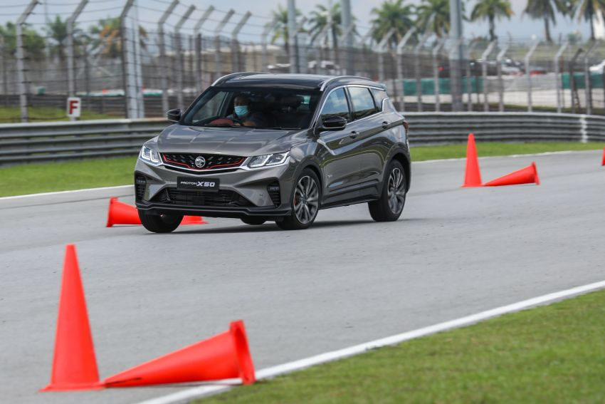 VIDEO: Proton X50 – how does it handle a slalom with suspension softened for Malaysian road conditions? Image #1186266