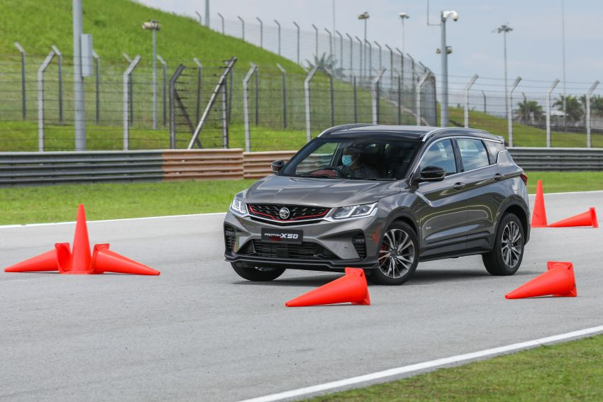 VIDEO: Proton X50 – how does it handle a slalom with suspension softened for Malaysian road conditions? Image #1186268