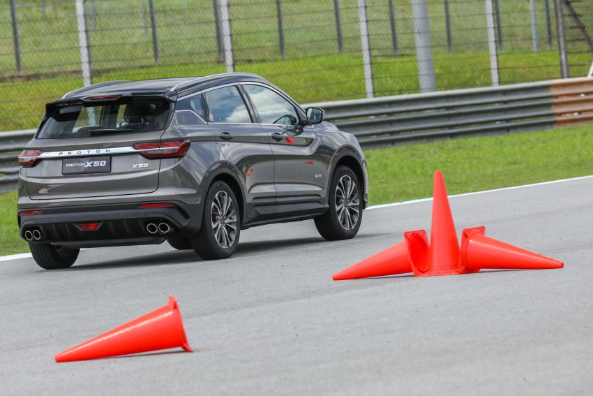 VIDEO: Proton X50 – how does it handle a slalom with suspension softened for Malaysian road conditions? Image #1186269