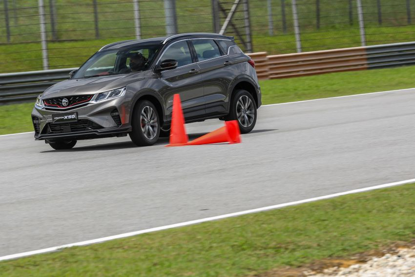 VIDEO: Proton X50 – how does it handle a slalom with suspension softened for Malaysian road conditions? Image #1186272