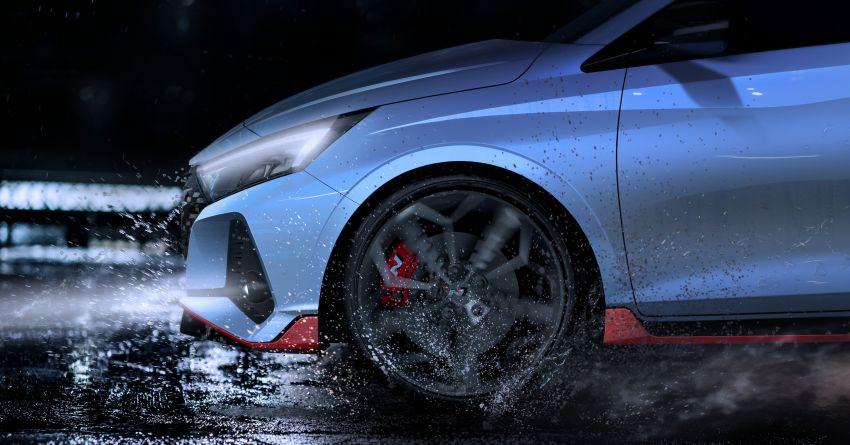 Hyundai i20 N – <em>teaser</em> disiar, sah 1.6L Turbo berkuasa 204 PS dan tork 275 Nm, kotak gear manual 6-kelajuan Image #1189223
