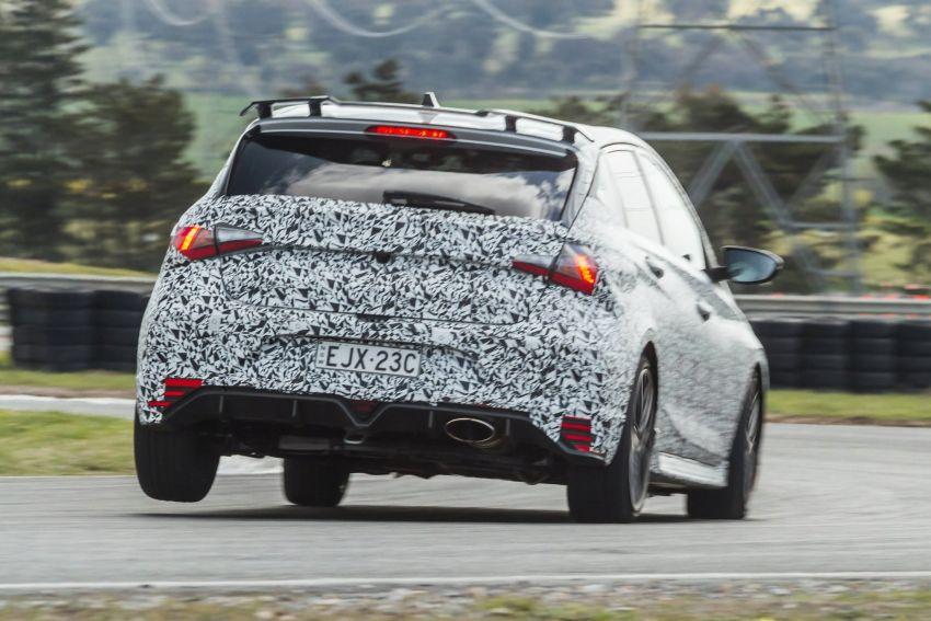 Hyundai i20 N – <em>teaser</em> disiar, sah 1.6L Turbo berkuasa 204 PS dan tork 275 Nm, kotak gear manual 6-kelajuan Image #1189252
