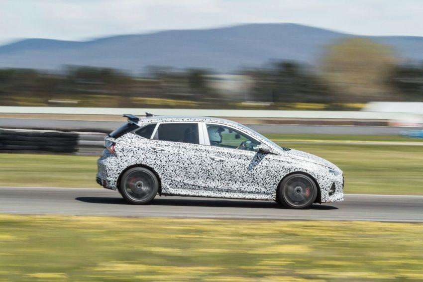 Hyundai i20 N – <em>teaser</em> disiar, sah 1.6L Turbo berkuasa 204 PS dan tork 275 Nm, kotak gear manual 6-kelajuan Image #1189251