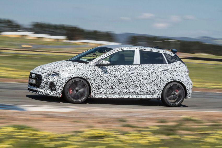Hyundai i20 N – <em>teaser</em> disiar, sah 1.6L Turbo berkuasa 204 PS dan tork 275 Nm, kotak gear manual 6-kelajuan Image #1189247