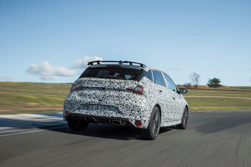 Hyundai i20 N – <em>teaser</em> disiar, sah 1.6L Turbo berkuasa 204 PS dan tork 275 Nm, kotak gear manual 6-kelajuan Image #1189244
