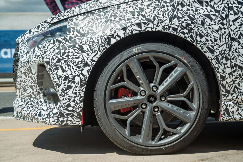 Hyundai i20 N – <em>teaser</em> disiar, sah 1.6L Turbo berkuasa 204 PS dan tork 275 Nm, kotak gear manual 6-kelajuan Image #1189238