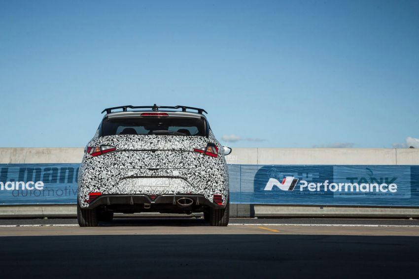Hyundai i20 N – <em>teaser</em> disiar, sah 1.6L Turbo berkuasa 204 PS dan tork 275 Nm, kotak gear manual 6-kelajuan Image #1189233